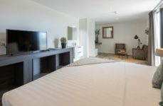 Poolview Suite - The beach house 2